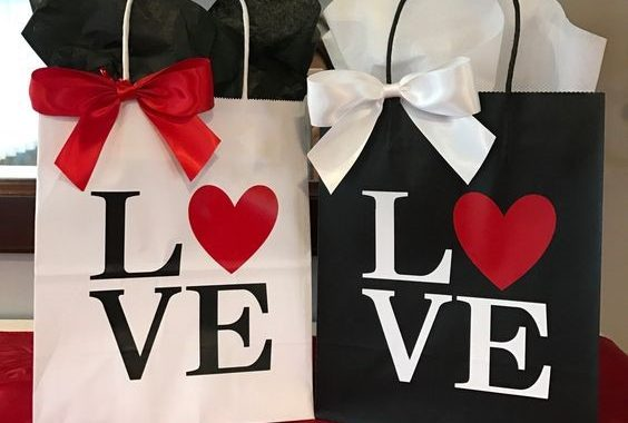 How to Make Your Own Valentine's Day Gift Bags