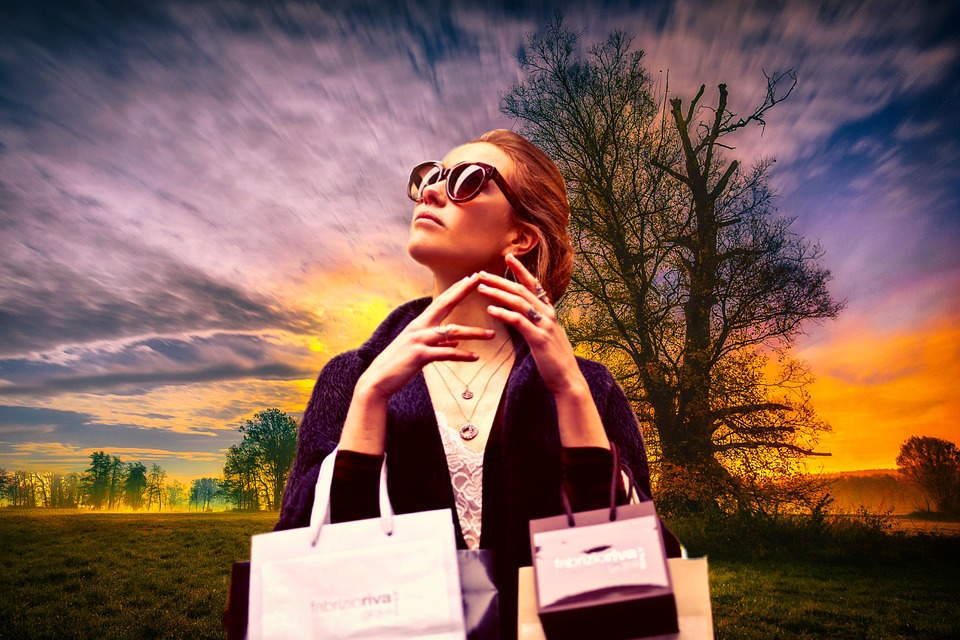 How to Be Stylish and Sustainable with Paper Bags and Sustainable Clothing